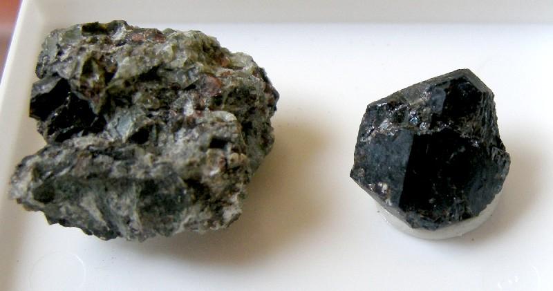 Qu'est-ce que c'est ? 992-lorenzite-lovozero-kola-urss-x